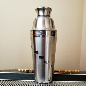 NWOT- STAINLESS STEEL MIXOLOGY DRINK MIXER CANISTR